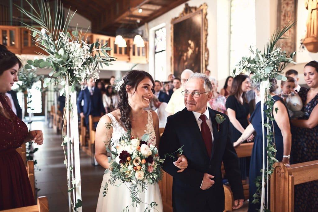 Entrée de la mariée avec son papa à l'Eglise