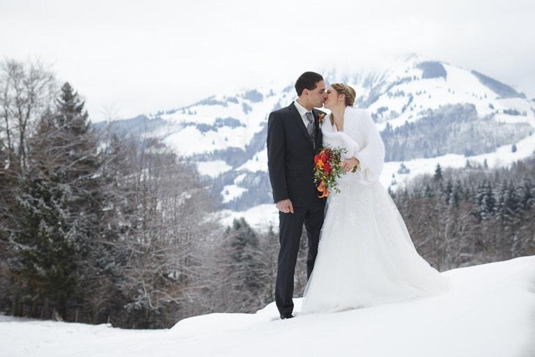 Mariage hivernale, neige et montagne
