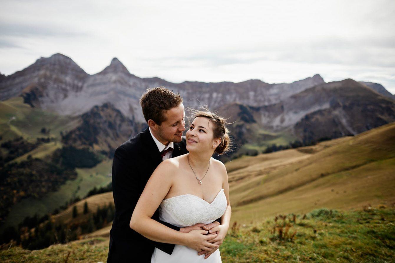 photo couple mariage montagne fribourgeoise