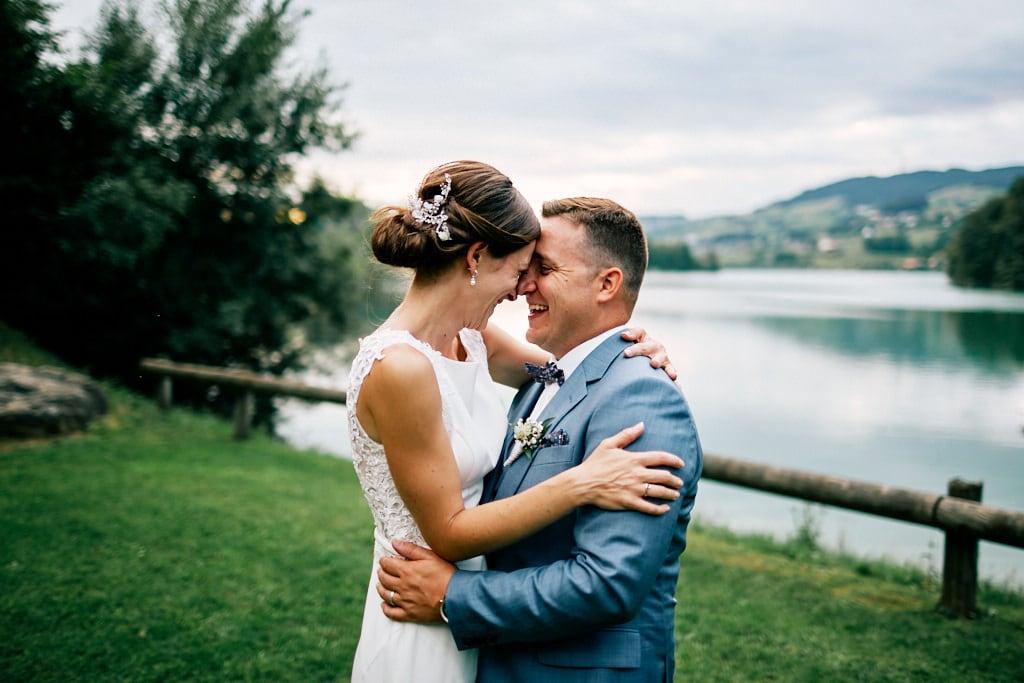 Quelques rires durant les photos de mariage