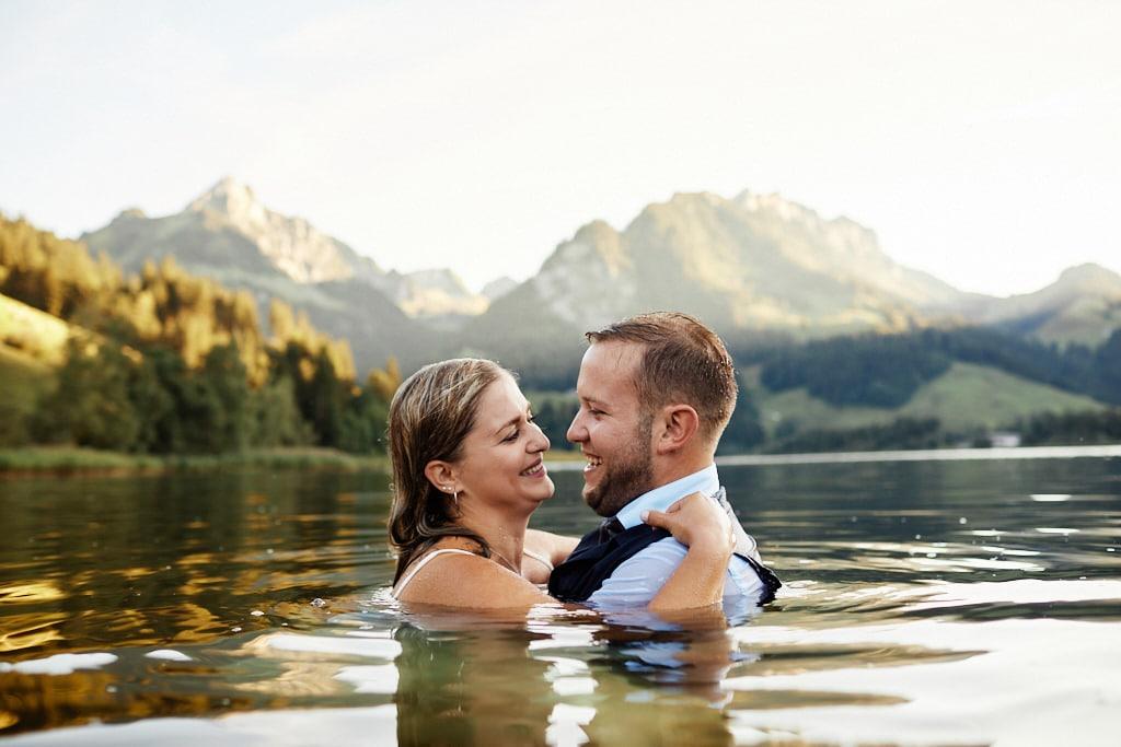 Seance photos mariage dans l'eau