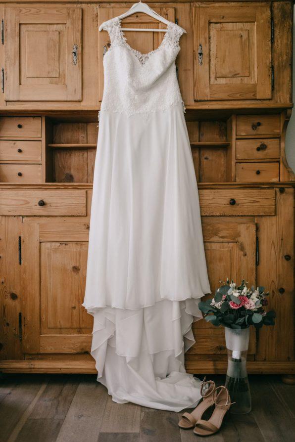La rode la mariée sur son cintre