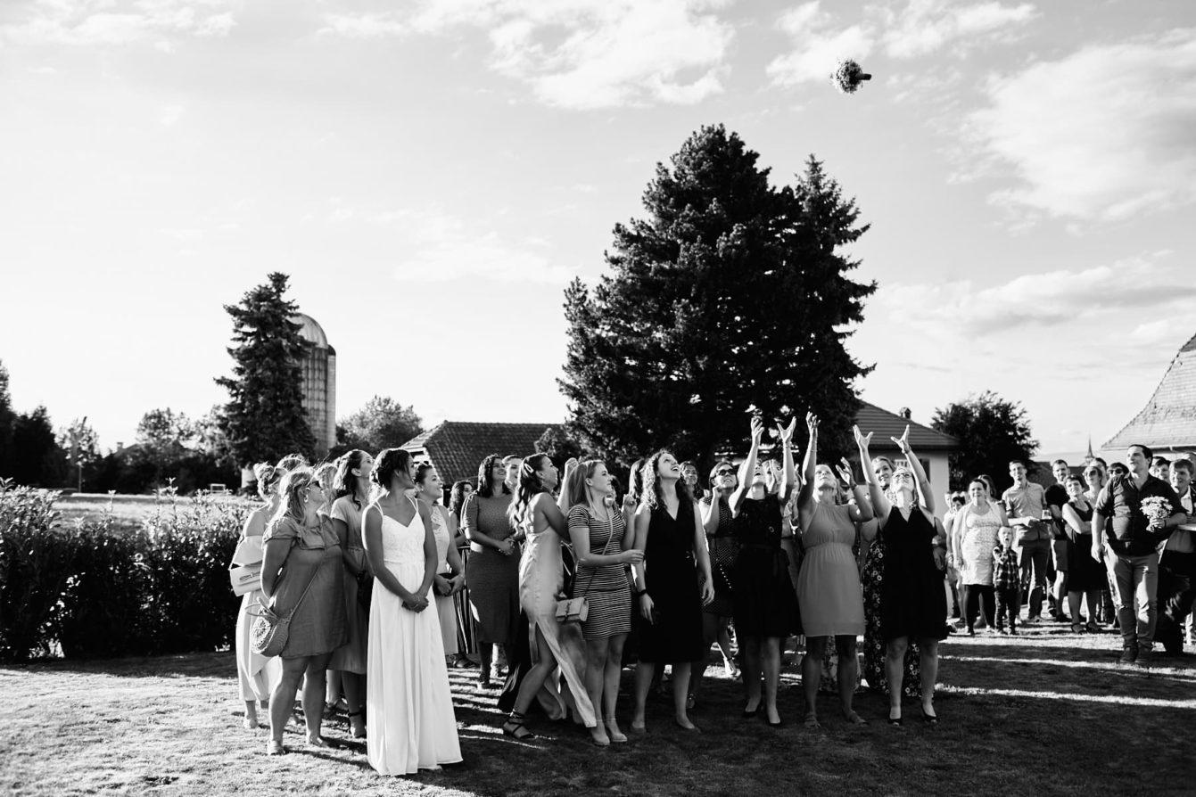 Lancer bouquet en noir et blanc