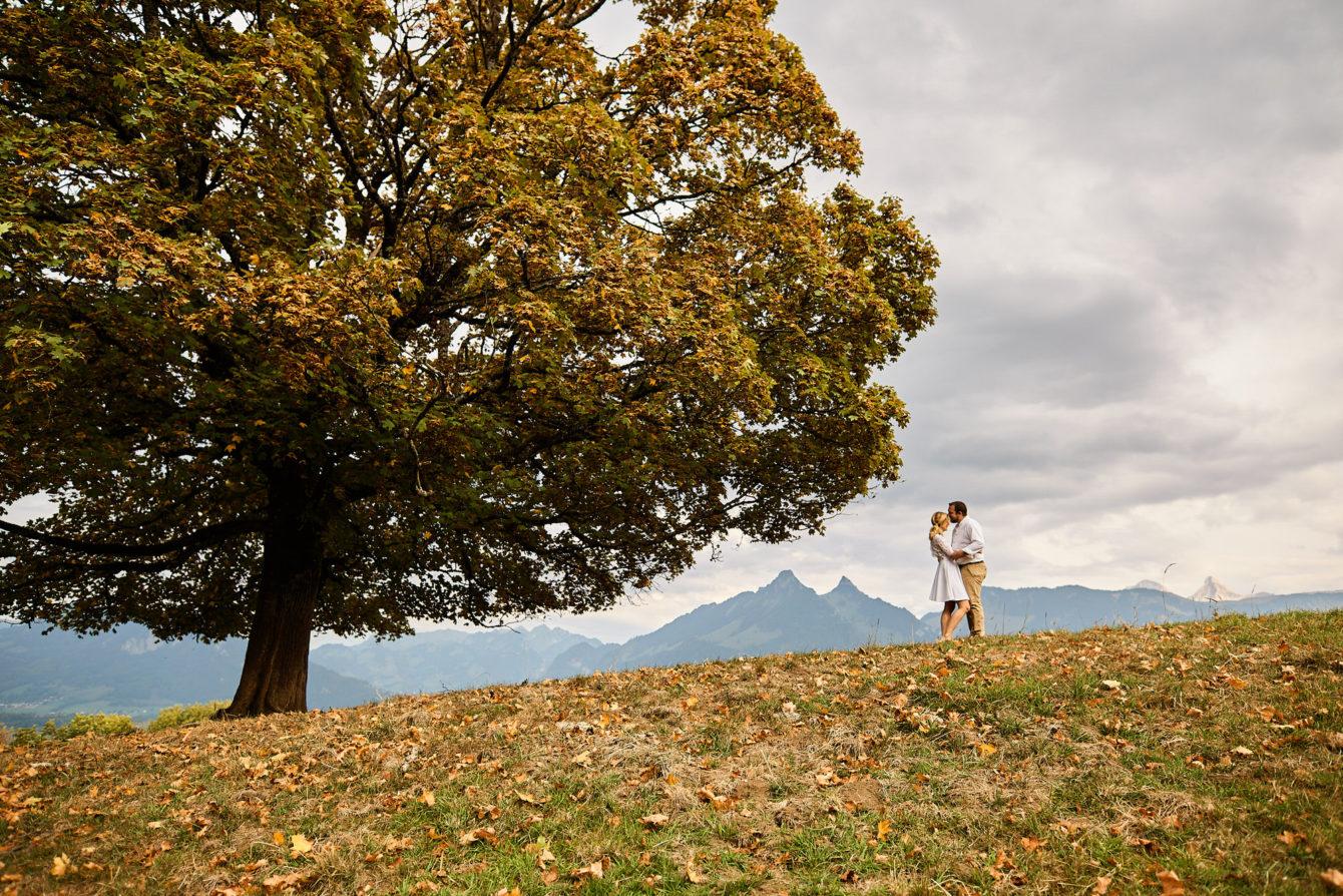 Séance couple montagne suisse